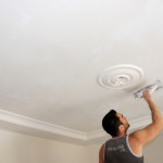 Как побелить потолок своими руками, не смывая побелку