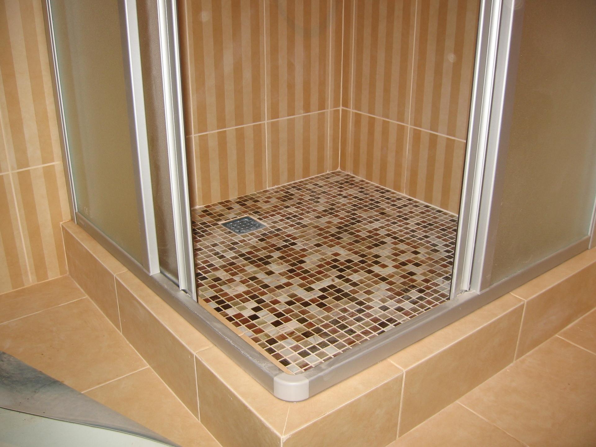 Положить плитку в ванной на стену своими руками