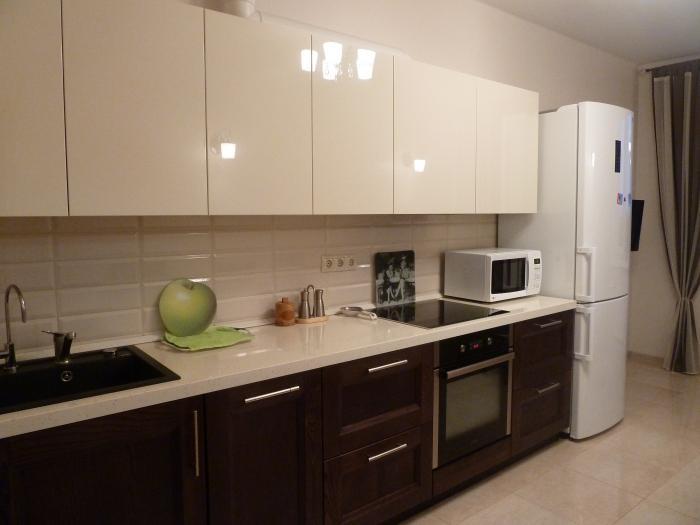 Дизайн кухни верх темный низ светлый фото