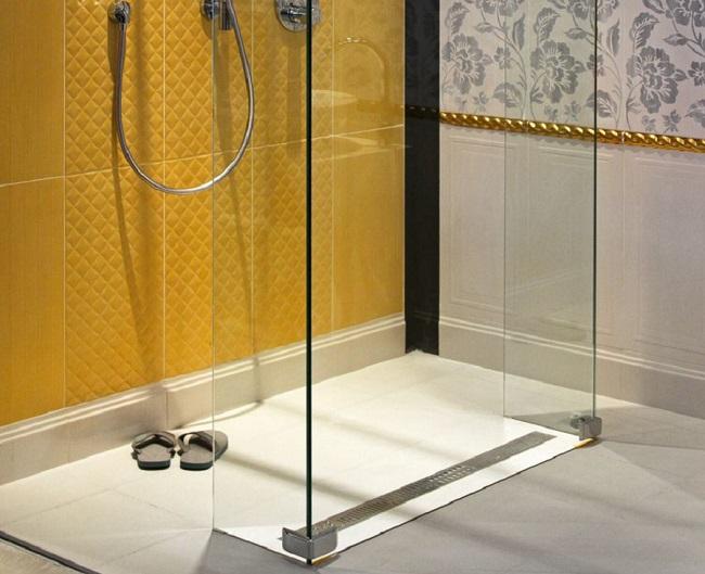 Гидроизоляция при установке душевой нанесение дверной шпатлевки