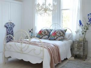 Как можно оформить спальню в стиле шебби-шик