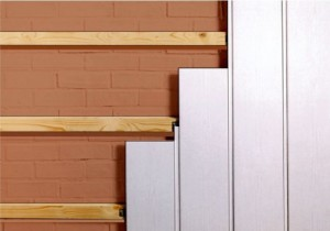 обшить стены ПВХ-панелями